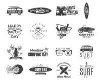 Surfende Grafiken und Embleme der Weinlese stellten für Webdesign oder Druck ein Surfer, Strandart-Logodesign Brandungs-Ausweis s Lizenzfreie Stockfotografie