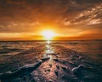 Surfender Sonnenaufgang 2 stockfotos