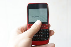 Surfendes Internet mit einem Handy Stockfotografie