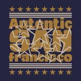 Surfendes Sonnenmeer, surfende T-Shirts, T-Shirt Aufschrift typograph Lizenzfreie Stockbilder