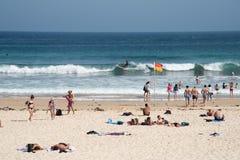 Surfer στην παραλία Bondi Στοκ Φωτογραφία