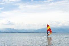 Surfer στη λίμνη Στοκ Φωτογραφία