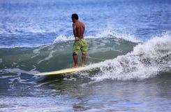 Surfer στον ωκεανό Στοκ Εικόνα