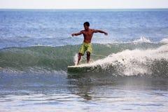 Surfer στον ωκεανό Στοκ Εικόνες