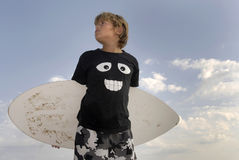 Surfer. Boy posing in the beach with a skimboard Royalty Free Stock Photos