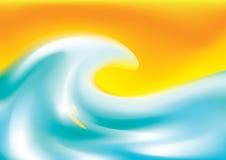 Surfer auf einem gelben Surfbrett, das blauen Meereswogen bei Sonnenuntergang reitet Stockfoto