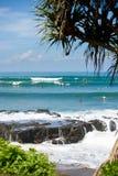 Surfer auf einer Welle in Bali 3 Stockfotos