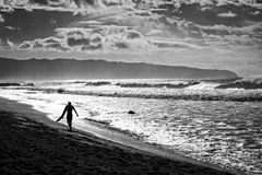 Surfer auf Strand Stockfoto