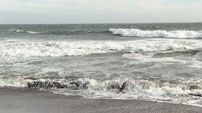 Surfer barbotant dans les ressacs Marin California clips vidéos