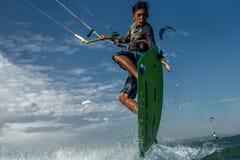 Surfer de cerf-volant Photos libres de droits
