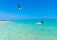 Surfer de cerf-volant de plage de Varadero Photographie stock libre de droits