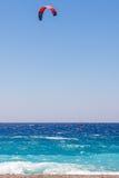 Surfer de cerf-volant en mer Image stock