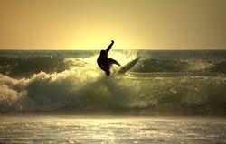 Surfer de coucher du soleil Images libres de droits