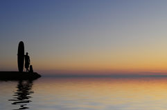 Surfer de coucher du soleil Images stock