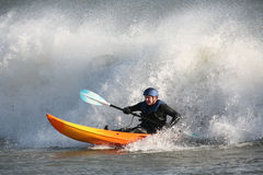 Surfer de kayak Photos stock