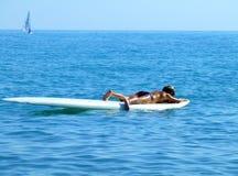 Surfer dedans détendent images stock