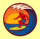 Surfer, der große Welle in der Sonnenuntergangvektorillustration reitet Lizenzfreie Stockfotos