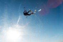 Surfer die door de hemel vliegen Royalty-vrije Stock Fotografie