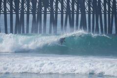 Surfer die van het vat geniet royalty-vrije stock afbeeldingen