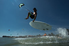 Surfer du cerf-volant Boarding Photos stock