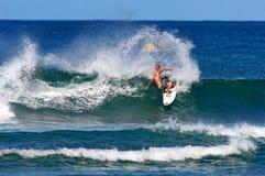 Surfer Evyn Tyndzik Surfing in Honolulu, Hawaii Royalty Free Stock Photos