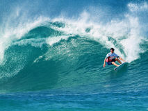 Surfer Gabriel Medina Surfing Pipeline in Hawaï Stock Foto's