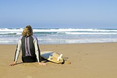 Surfer with his surfboard Royalty Free Stock Images
