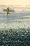 Surfer im Abstand Lizenzfreies Stockfoto