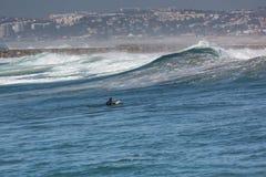 Surfer im Ozean Stockfotografie