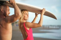 Surfer im Sommer Lizenzfreies Stockbild