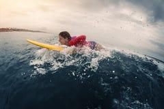 Surfer junger Dame Stockbild