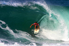 Surfer Kalani Robb surfant au Backdoor Image libre de droits
