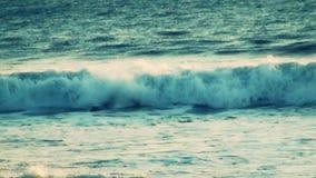 Surfer-Kautionen auf Welle - Superzeitlupe stock video footage
