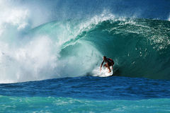Surfer Kieren Perrow Surfing Pipeline in Hawaii Royalty Free Stock Images