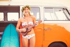 Surfer-Mädchen-Strand-Lebensstil Lizenzfreie Stockfotos