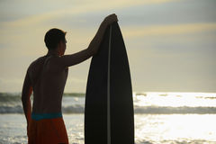 Surfer met raad Stock Afbeelding