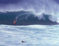 Surfer am Nordufer Oahu Stockfotos