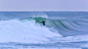 Surfer op de grote golf in Costa Brava, Spanje Royalty-vrije Stock Fotografie