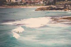 Surfer op een golf Royalty-vrije Stock Afbeeldingen