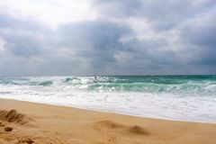 Surfer op strand (waaier) van Hossegor - de Landes (legt vast) stock afbeeldingen