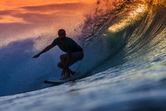 Surfer op Verbazende Golf Stock Foto