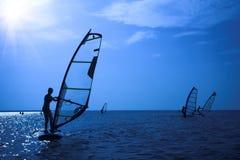 Surfer op zonneschijn royalty-vrije stock afbeelding