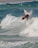 Surfer outre de la languette Photographie stock libre de droits