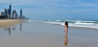 Surfer-Paradies-Skyline - Queensland Australien stockfotos