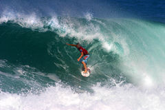 Surfer Phil Macdonald surfant au Backdoor Image stock