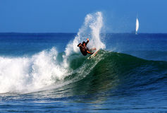 Surfer professionnel Anthony Walsh en Hawaï Images libres de droits