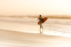 Surfer running Royalty Free Stock Images