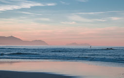 Surfer seul Images libres de droits