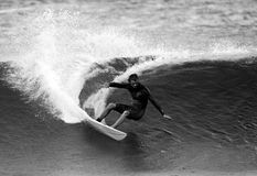 Surfer Shane Beschen en noir et blanc Images stock