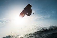 Surfer wat betreft de zon Stock Foto's